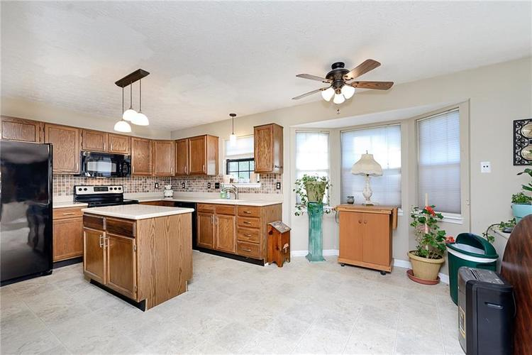 6481 Decatur Commons Indianapolis IN 46221 | MLS 21712253 | photo 11