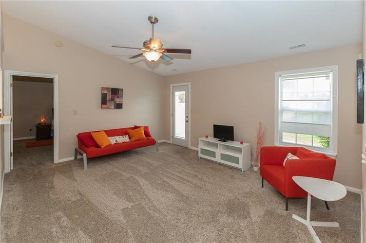 18074 Sanibel Circle Westfield IN 46062 | MLS 21712287 | photo 5