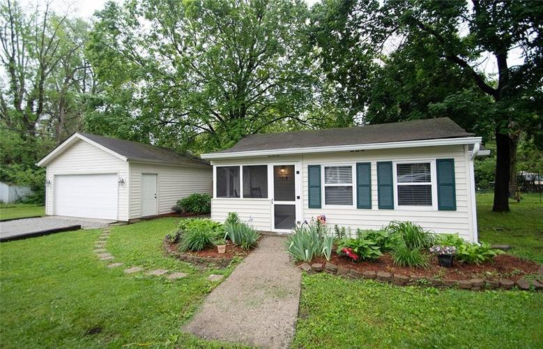 1919 E 67th Street Indianapolis IN 46220   MLS 21712588   photo 1