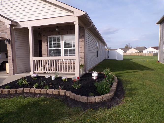 5613 SWEET RIVER Drive Indianapolis IN 46221 | MLS 21714681 | photo 2