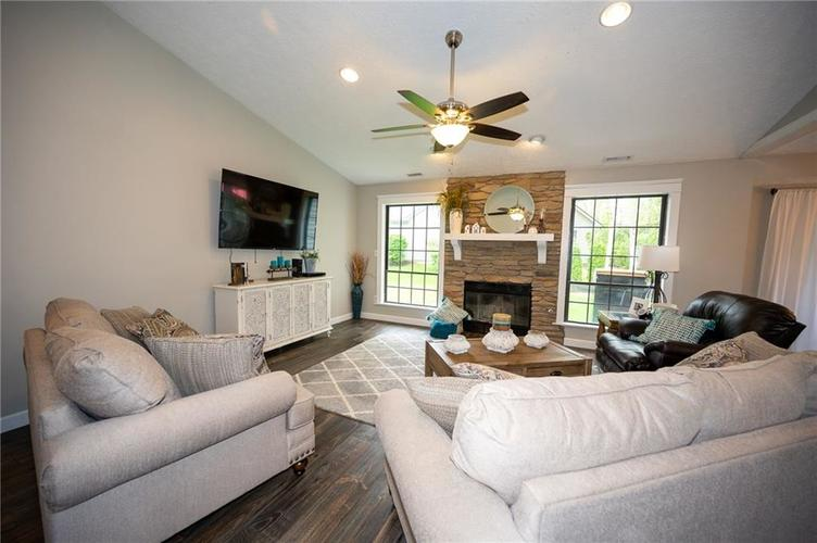 12011 Seven Oaks Drive N Indianapolis IN 46236 | MLS 21715087 | photo 2