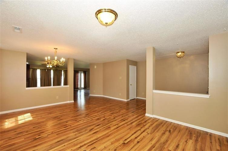 682 Holly Rose Way New Whiteland IN 46184 | MLS 21715181 | photo 10