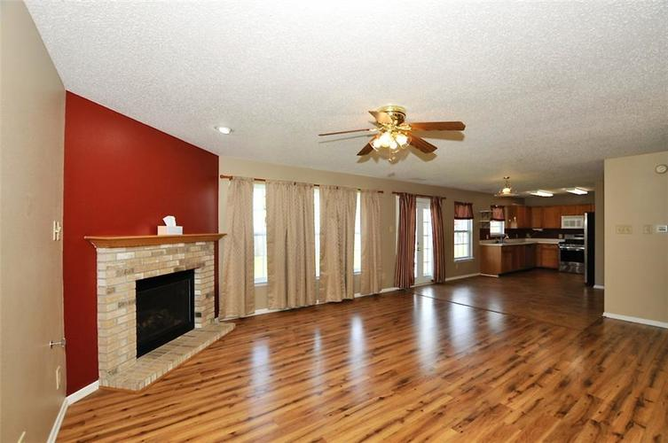682 Holly Rose Way New Whiteland IN 46184 | MLS 21715181 | photo 11