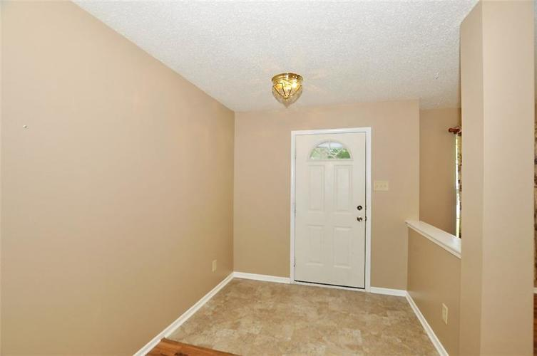 682 Holly Rose Way New Whiteland IN 46184 | MLS 21715181 | photo 4