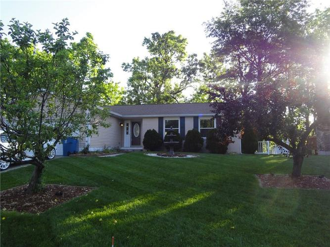 5675 Abercromby Circle Indianapolis IN 46254 | MLS 21715285 | photo 1