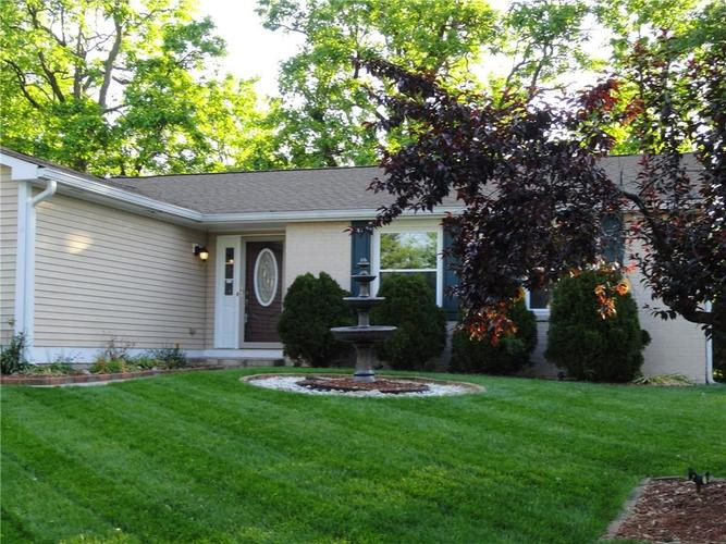 5675 Abercromby Circle Indianapolis IN 46254 | MLS 21715285 | photo 2