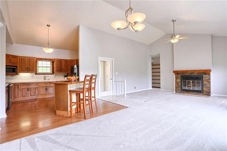 12905 Wembly Court Carmel IN 46033   MLS 21715370   photo 3