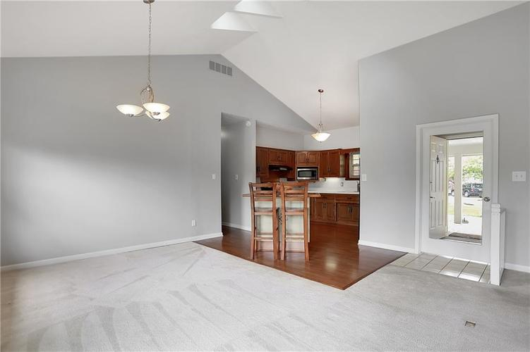 12905 Wembly Court Carmel IN 46033   MLS 21715370   photo 5