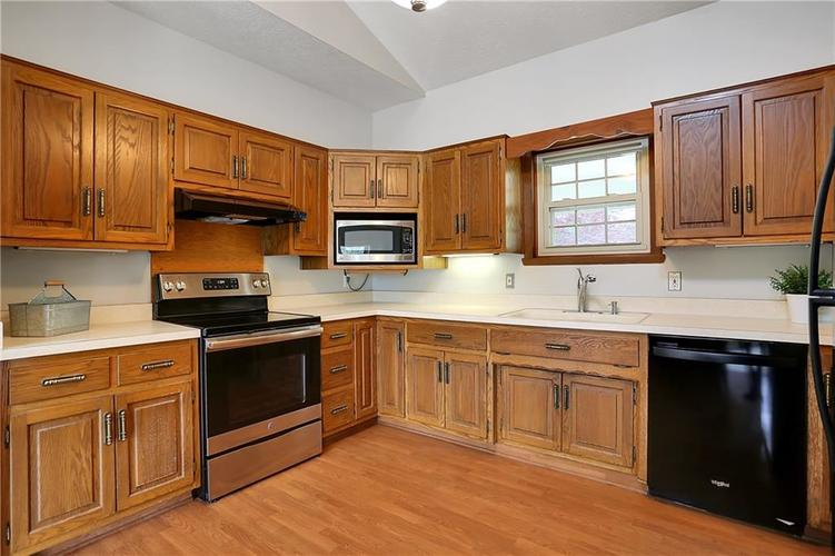 12905 Wembly Court Carmel IN 46033   MLS 21715370   photo 6