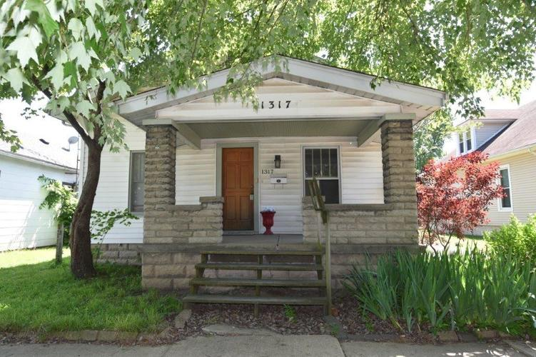 1317 Pearl Street Columbus IN 47201 | MLS 21715725 | photo 1