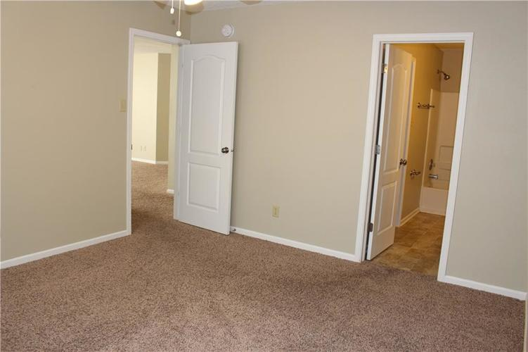 2944 Everbloom Way Indianapolis IN 46217 | MLS 21715738 | photo 23