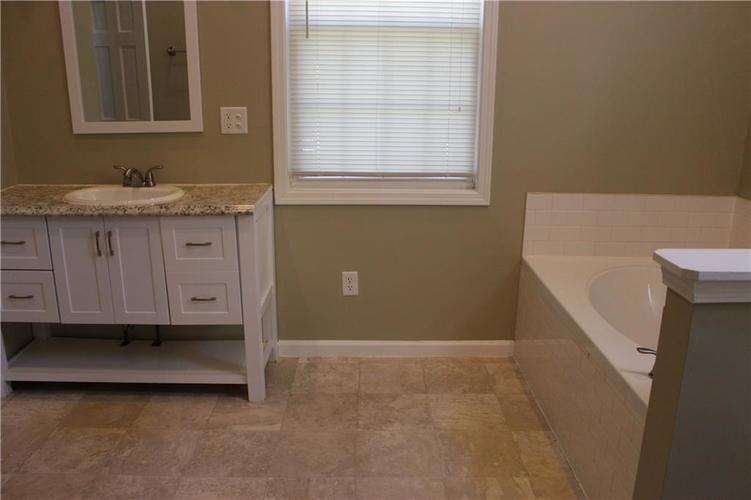 1015 BOGALUSA Court Indianapolis IN 46217 | MLS 21715748 | photo 38