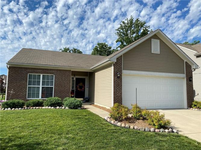 11820 Rossmore Drive Indianapolis IN 46235 | MLS 21715799 | photo 1
