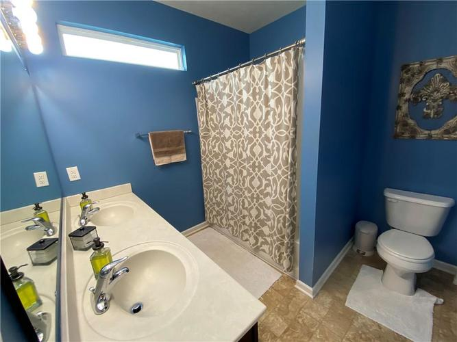 11820 Rossmore Drive Indianapolis IN 46235 | MLS 21715799 | photo 12