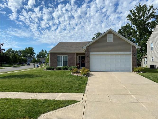11820 Rossmore Drive Indianapolis IN 46235 | MLS 21715799 | photo 2