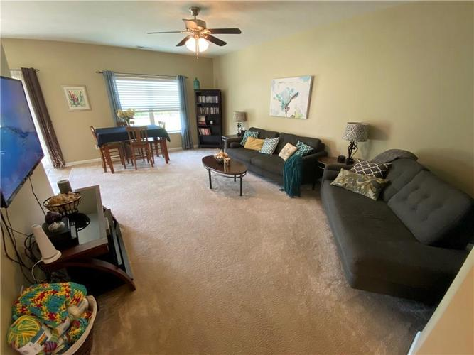 11820 Rossmore Drive Indianapolis IN 46235 | MLS 21715799 | photo 5