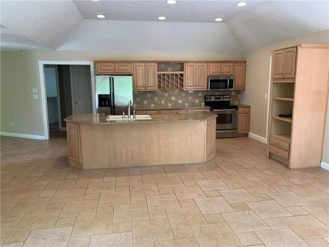 7028 Bluffridge Place Indianapolis IN 46278 | MLS 21715840 | photo 2