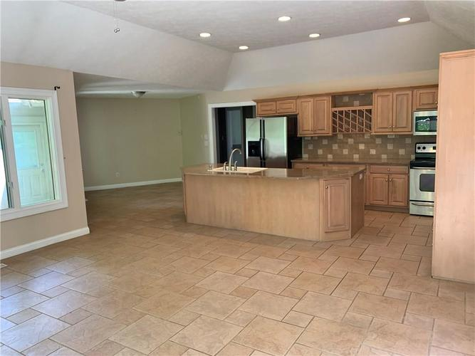 7028 Bluffridge Place Indianapolis IN 46278 | MLS 21715840 | photo 5