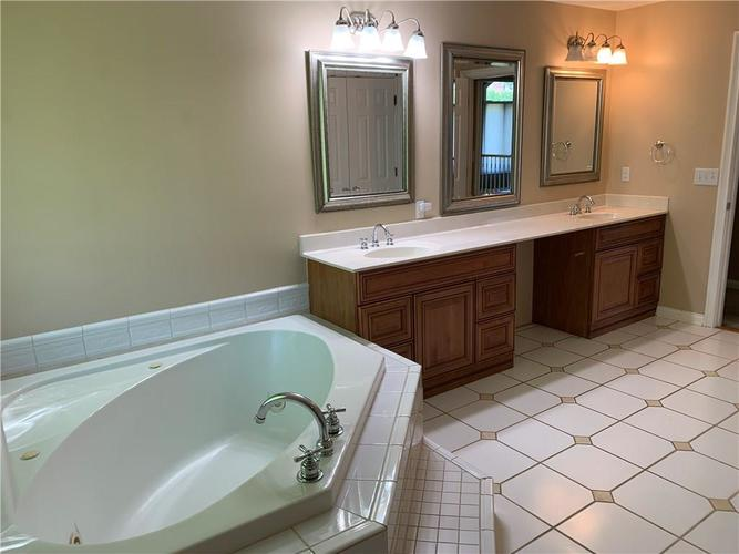 7028 Bluffridge Place Indianapolis IN 46278 | MLS 21715840 | photo 8