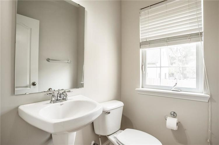 943 Junction Place Indianapolis IN 46220 | MLS 21716059 | photo 19