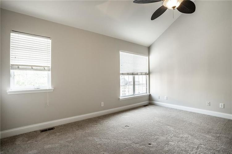 943 Junction Place Indianapolis IN 46220 | MLS 21716059 | photo 21