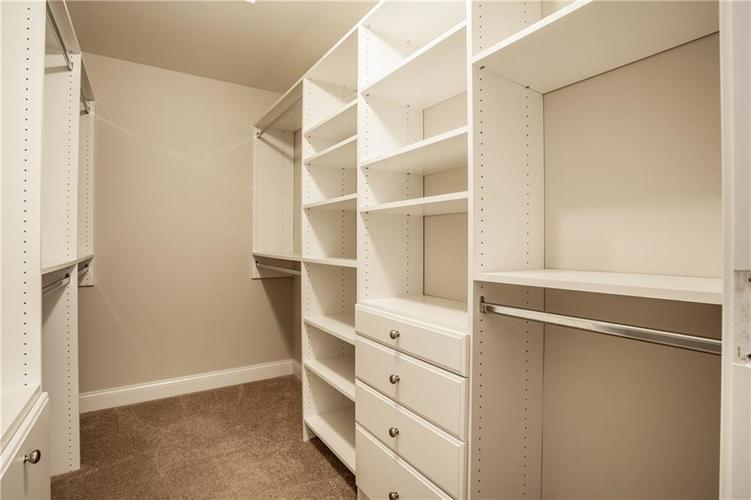 943 Junction Place Indianapolis IN 46220 | MLS 21716059 | photo 23