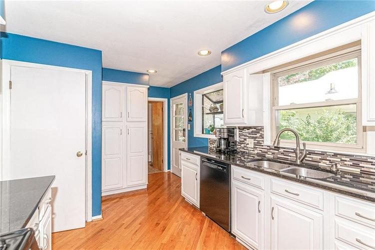 5905 CARROLLTON Avenue Indianapolis IN 46220 | MLS 21716088 | photo 15