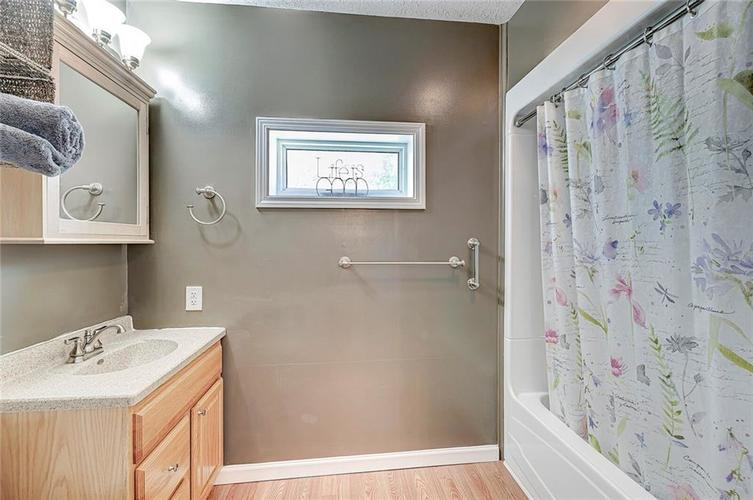 1927 E 69TH Street Indianapolis IN 46220 | MLS 21716180 | photo 25