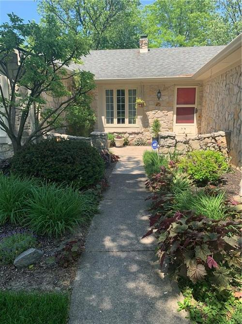 12110 Valley Brook Court Indianapolis IN 46229 | MLS 21716503 | photo 2