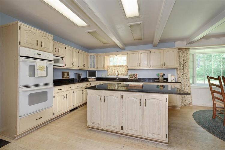 2924 Sinclair Wood Drive Indianapolis IN 46240 | MLS 21716648 | photo 12