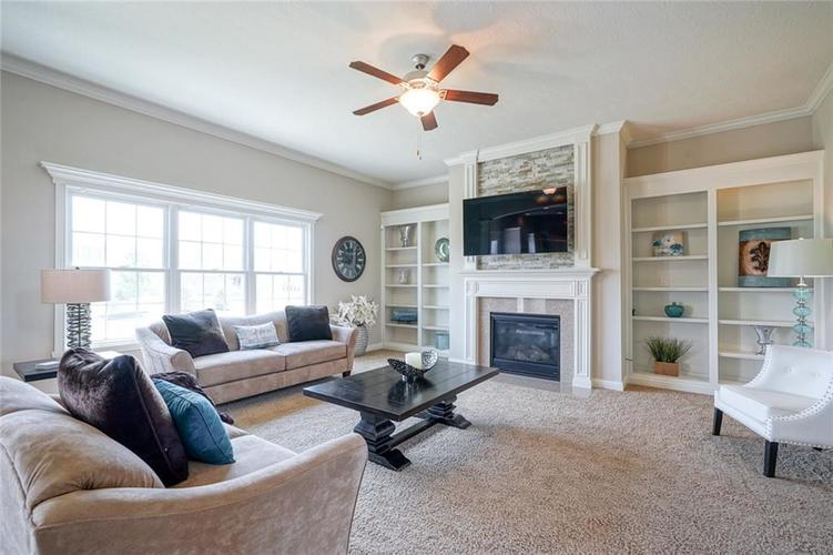 9957 Backstretch Row Fishers IN 46040 | MLS 21716809 | photo 10