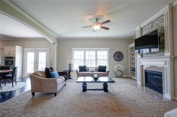 9957 Backstretch Row Fishers IN 46040 | MLS 21716809 | photo 11