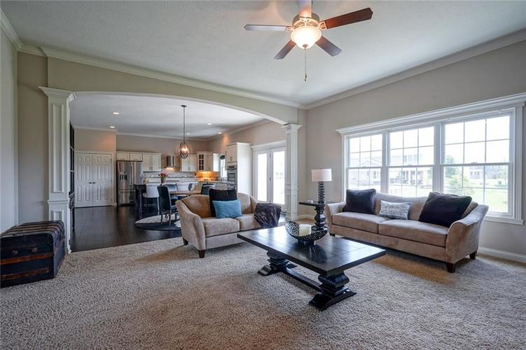 9957 Backstretch Row Fishers IN 46040 | MLS 21716809 | photo 12