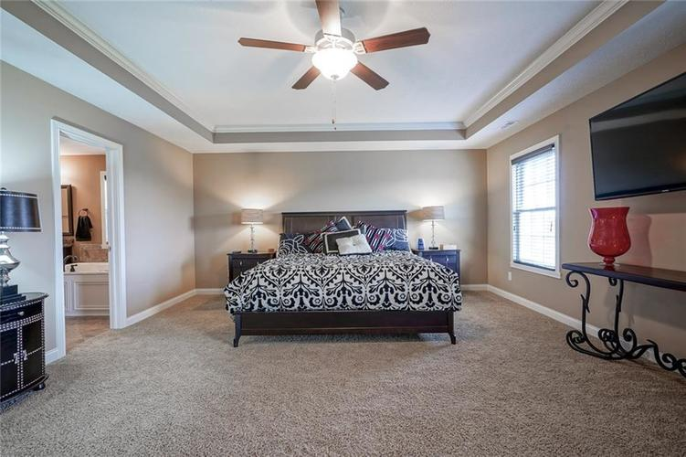 9957 Backstretch Row Fishers IN 46040 | MLS 21716809 | photo 24