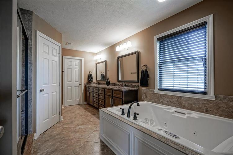 9957 Backstretch Row Fishers IN 46040 | MLS 21716809 | photo 25