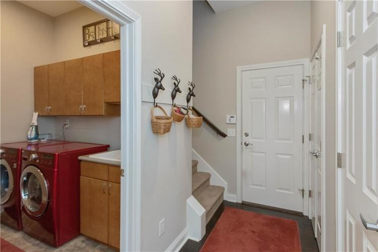 8152 Penn Place Indianapolis IN 46250 | MLS 21717011 | photo 26