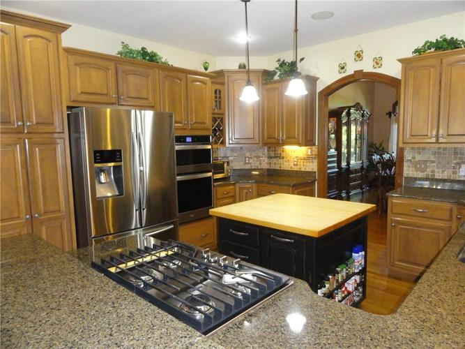 4700 Hickory Wood Row Greenwood IN 46143 | MLS 21718733 | photo 6