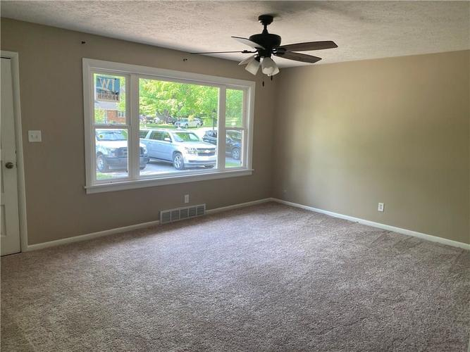 1045 E HUNTSTEAD Lane Indianapolis IN 46227 | MLS 21719292 | photo 2