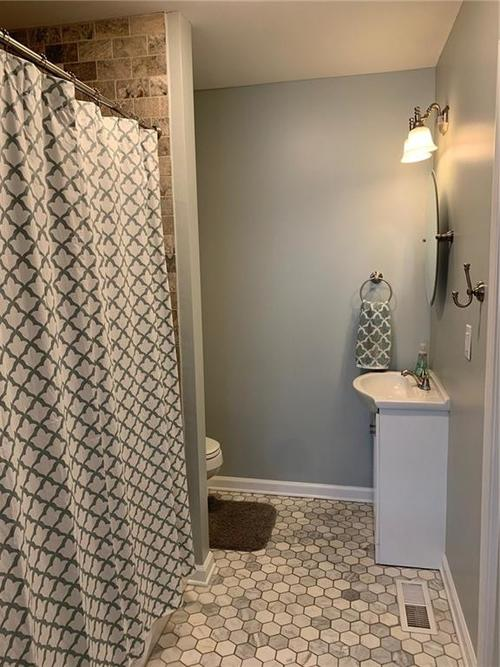 5637 Guilford Avenue Indianapolis IN 46220 | MLS 21719390 | photo 11