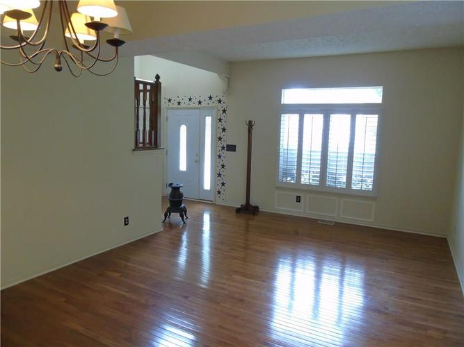 8754 Nora Woods Drive Indianapolis IN 46240 | MLS 21719498 | photo 13