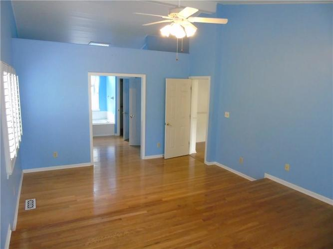 8754 Nora Woods Drive Indianapolis IN 46240 | MLS 21719498 | photo 16