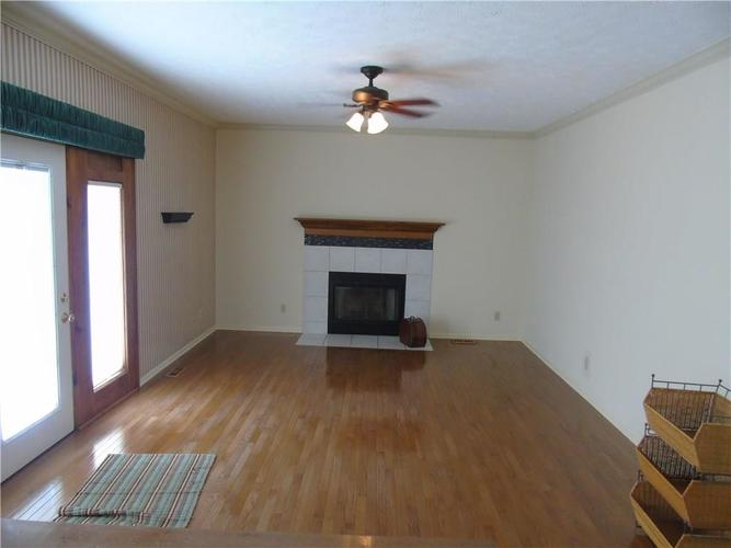 8754 Nora Woods Drive Indianapolis IN 46240 | MLS 21719498 | photo 6