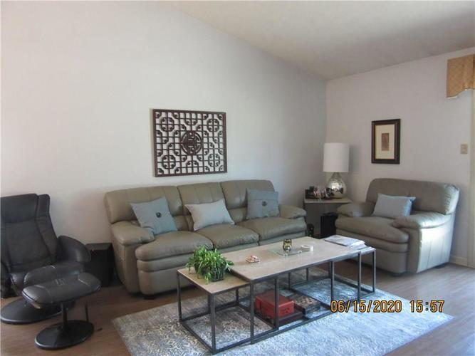 5208 Jerry Court Indianapolis IN 46254 | MLS 21719539 | photo 4