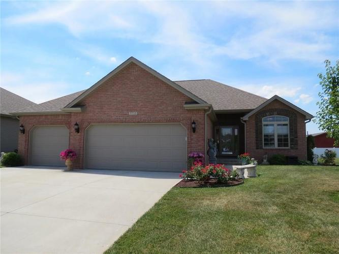 5735 Victory Drive Columbus IN 47203 | MLS 21719774 | photo 1