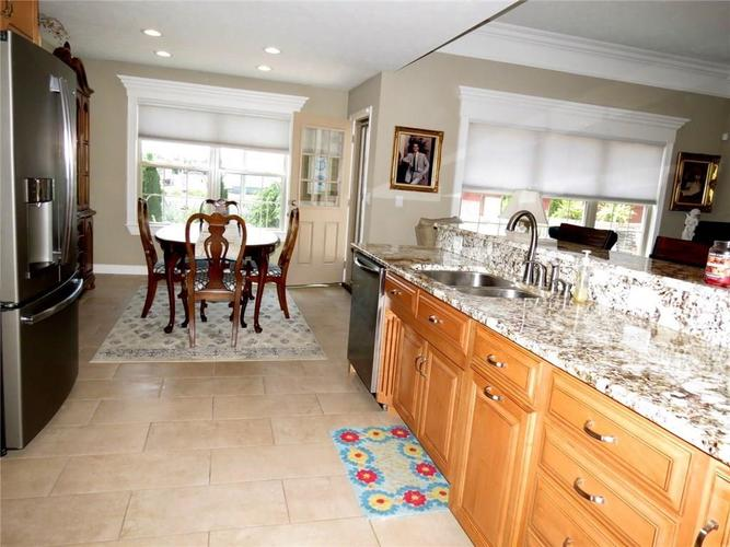 5735 Victory Drive Columbus IN 47203 | MLS 21719774 | photo 10