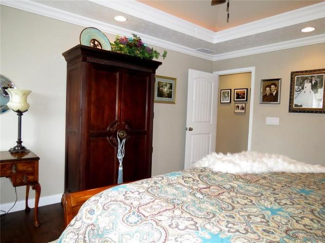 5735 Victory Drive Columbus IN 47203 | MLS 21719774 | photo 14