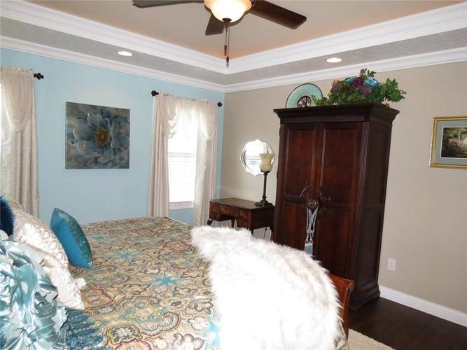 5735 Victory Drive Columbus IN 47203 | MLS 21719774 | photo 15