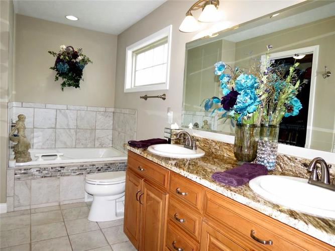 5735 Victory Drive Columbus IN 47203 | MLS 21719774 | photo 17