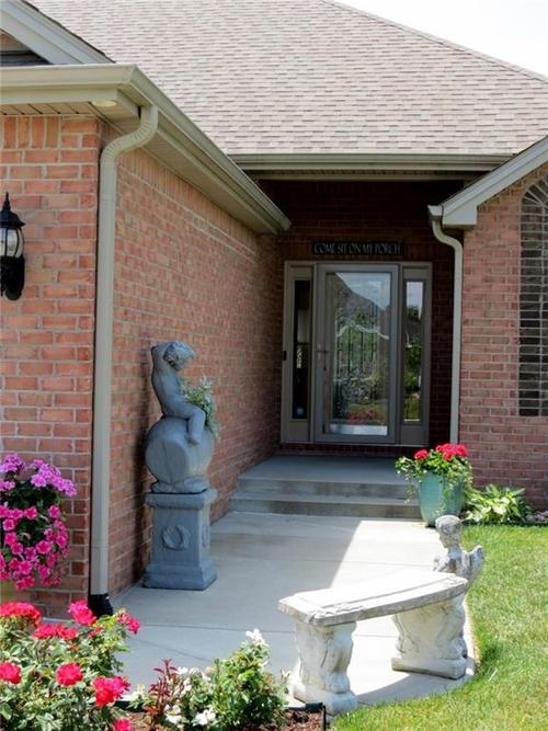5735 Victory Drive Columbus IN 47203 | MLS 21719774 | photo 2
