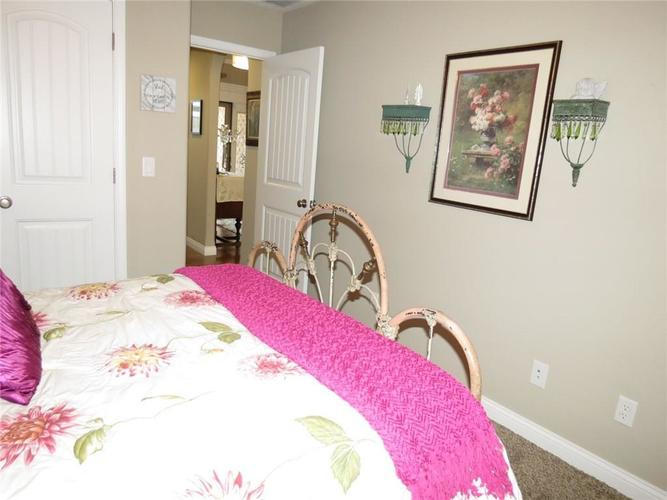 5735 Victory Drive Columbus IN 47203 | MLS 21719774 | photo 22